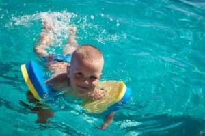 Kraulquappen als Schwimmhilfen